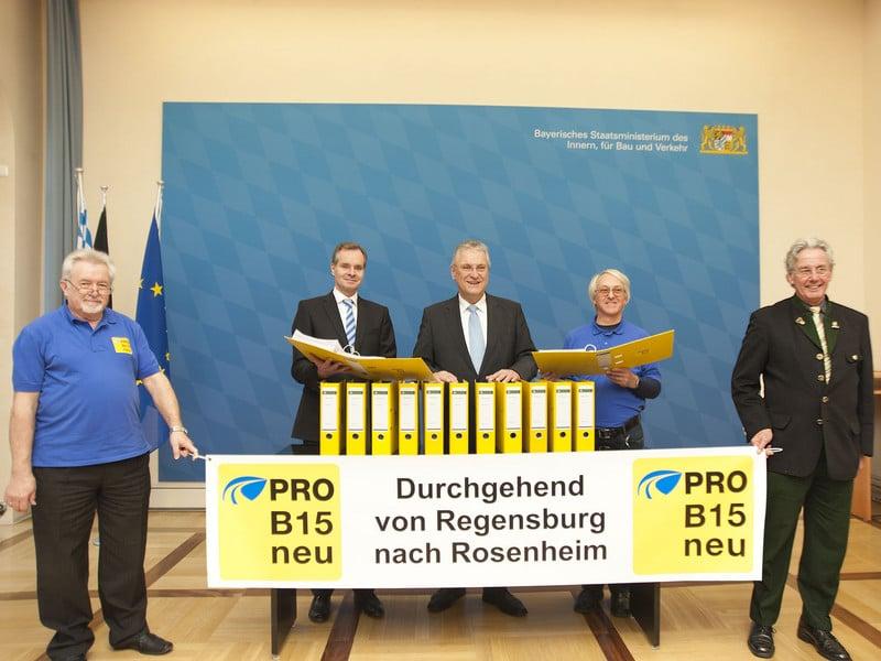 1a5a76fe96 - 33.000 Unterschriften für die B15 neu an Staatsminister Herrmann übergeben